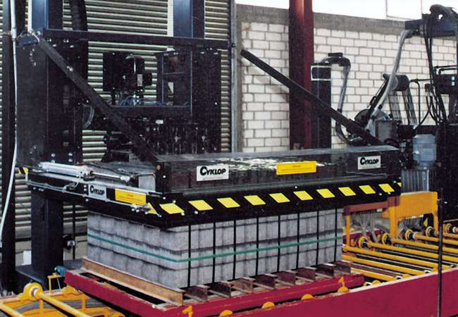 Cyklop XF/XP 112-M Series | Pallet Vertical Strapping Machine | Strapping Accesories Ireland | Packaging Products Ireland | Abco Kovex | Transit Packaging | Load Retention
